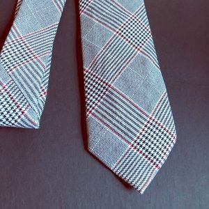 Men's black, red and white tie